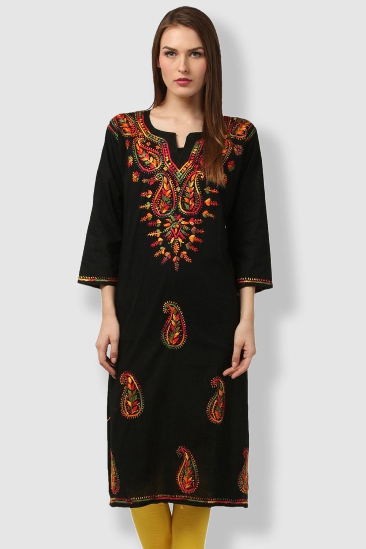 SAADGI Black Embroidered Kurti